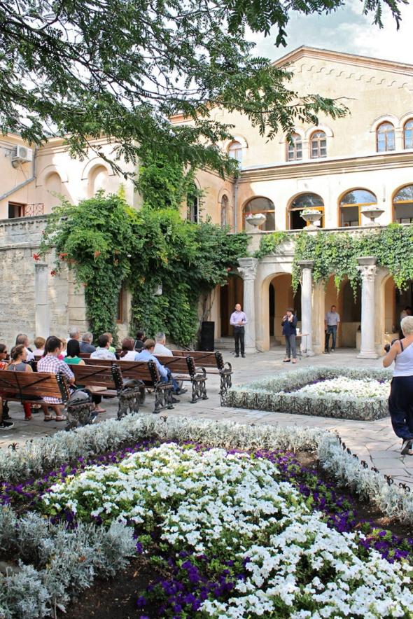 3. Гости презентации в Итальянском дворике музея